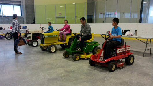 4 Electric-Tractors with Junior Drivers
